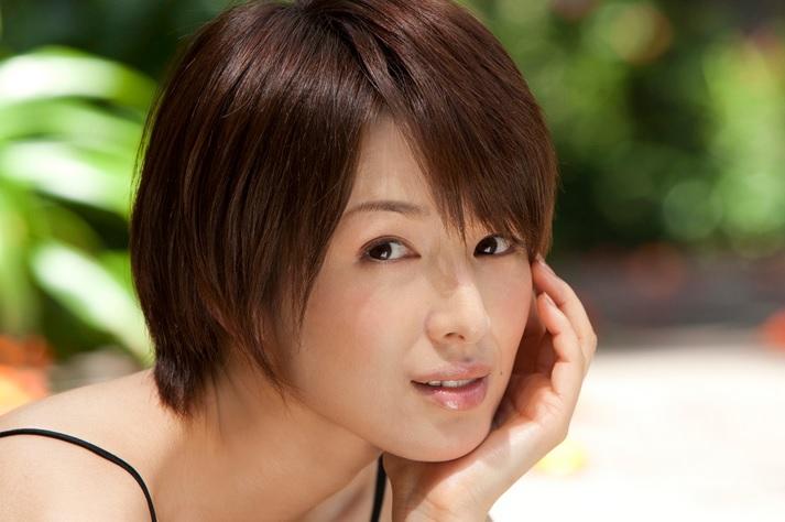 ショートヘアの吉瀬美智子