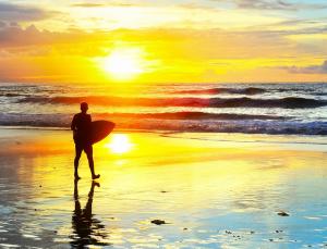 サーフィンと綺麗な景色