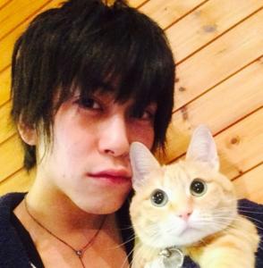 佐野岳は猫が好き