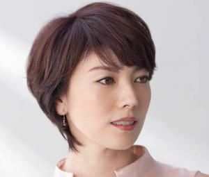 40代の女性に似合うくせ毛のショート