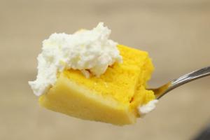 ファミリーマートのかぼちゃのケーキとクリーム