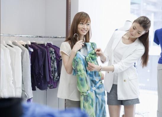 アパレル業界で働く女性のファッションは?