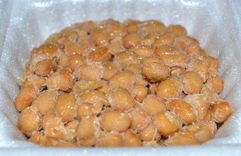 賞味期限が1週間ほど過ぎた納豆