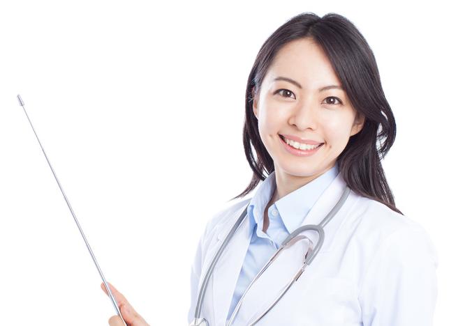 女性ホルモンについて説明する女医