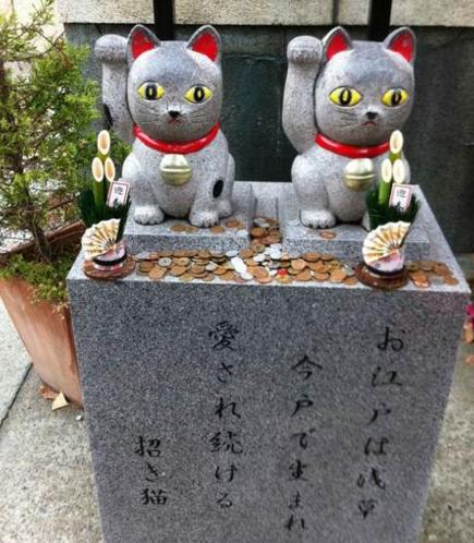 東京の縁結び神社「今戸神社の招き猫」