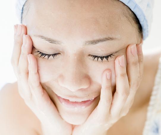 ニキビケアに効く洗顔方法