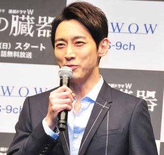 盲目のヨシノリ先生のドラマに出演する小泉孝太郎