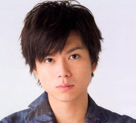 盲目のヨシノリ先生の役を演じる加藤シゲアキ