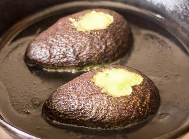 ココナッツオイルを使ったアボカドエッグボード