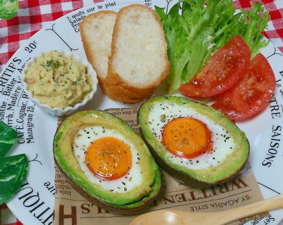 朝食に人気「アボカドエッグボード」